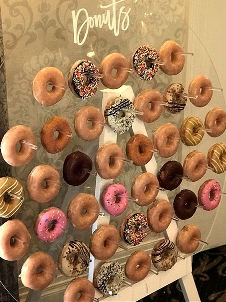 Ballara Wedding Cake Tips - Donut Wall