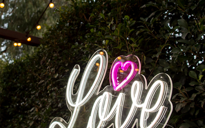 Trending Now – Neon Wedding Signs